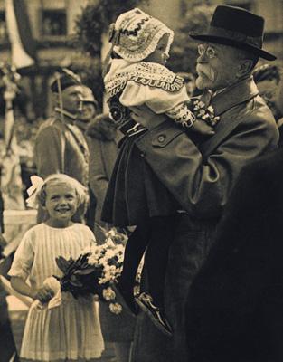 Výsledek obrázku pro masaryk fotky s dětmi
