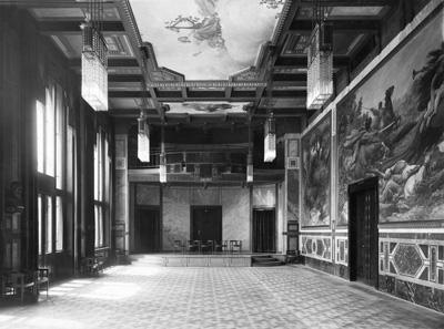 Pohled na Grégrův sál v Obecním domě kolem roku 1920